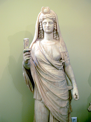 Isis-Persephone, holding a sistrum. Heraklion Archaeological Museum, Crete. Temple of the Egyptian gods, Gortyn. Roman period (180-190 AC)